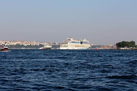 gullet: Estambul, Turqu�a - 30 06 2014 - Crucero de buque en el B�sforo garganta