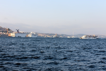 gullet: Estambul, Turqu�a - 30 06 2014 - garganta del B�sforo, Estambul