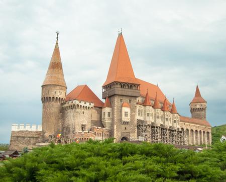 castello medievale: Castle Hunyad. Castello medievale in Transilvania. Vajdahunyad Editoriali