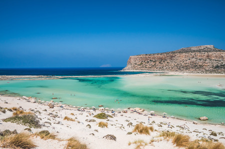 kreta: Balos lagoon on Crete island, Greece. Tourists relax and bath in crystal clear water of Balos beach.