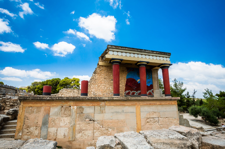 kreta: Knossos palace, Crete island, Greece. Detail of ancient ruins of famous Minoan palace of Knossos.