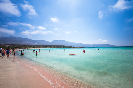 kreta: Elafonisi Lagoon, Crete Island, Greece. Elafonissi beach is one of the best beaches of Europe. There are pink sand. Stock Photo