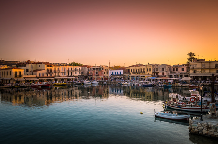 RETHYMNO, CRETE ISLAND, GREECE - JUNE 29, 2016: View of the old venetian port of Rethimno at sunset. Reklamní fotografie - 59752261