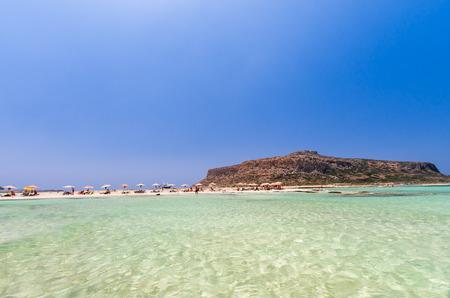 kreta: Balos lagoon on Crete island, Greece. Tourists relax and bath in crystal clear water of Balos beach.