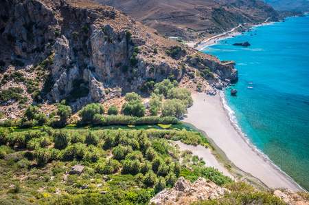 kreta: Preveli Beach in Crete island, Greece. There is a palm forest and a river inside the gorge near this beach.