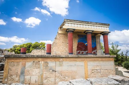 kreta: Knossos palace, Crete island, Greece. Detail of ancient ruins of famous Minoan palace of Knossos.
