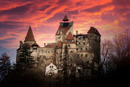 """Castello di Bran, Transilvania, Romania, noto come """"Castello di Dracula""""."""