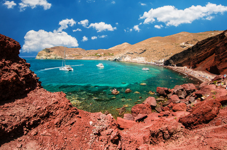 Red beach. Santorini, Cycladic Islands, Greece. Beautiful summer landscape with one of the most famous beaches in the world. Фото со стока - 82259581