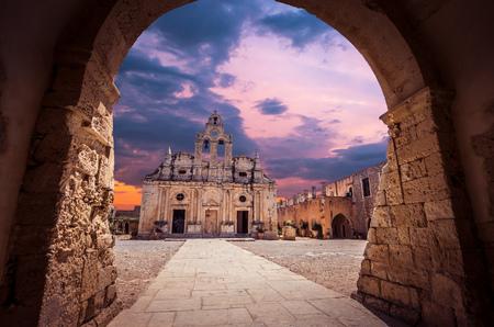 ギリシャ、クレタ島のアルカディ修道院。Ekklisia Timios スタブロス-モニ Arkadiou ギリシャ語で.ベネチアのバロック様式の教会です。
