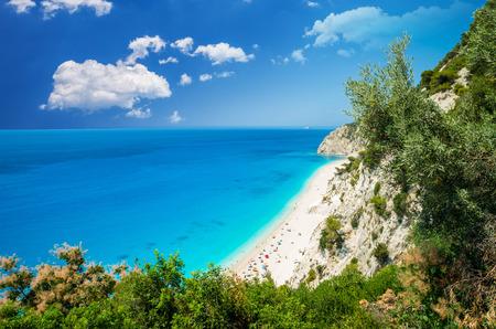 Egremni ビーチ、レフカダ島、ギリシャ。大とギリシャのレフカダ島の青緑色の水を持つロングビーチ