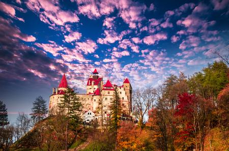 밀기 울 캐슬, 랜, 루마니아입니다. 드라큘라 성으로 알려진 중세 건물.