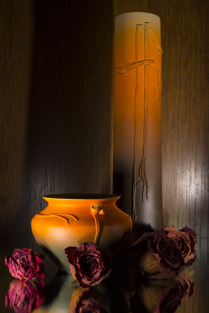 showpiece: Ceramic flower pots and dry roses