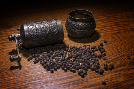 pepper grinder: Pepper grinder and beans