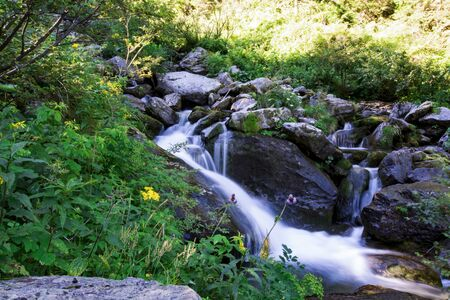 Waterfall on mountain river in Carpathian Mountains , Romania Banque d'images