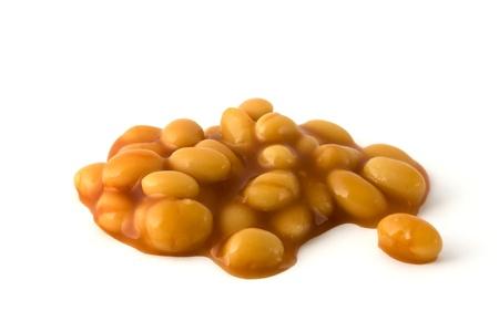 frijoles rojos: Frijoles al horno en salsa de tomate aislado en un fondo blanco