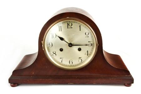 reloj antiguo: Reloj antiguo de madera en un fondo blanco