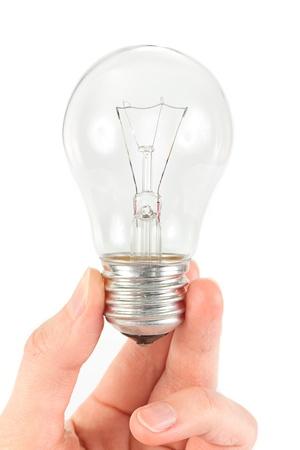 id�e lumineuse: Concept id�e lumineuse de main tenant une ampoule sur fond blanc