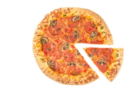 un healthy: Whole pizza top view with a slice cut on white