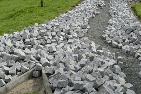parapet: reconstruction of a pack sidewalk with cobble stone cubes
