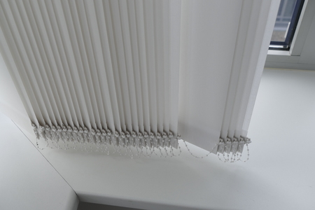 blinder: a detail of a white blinder in an office