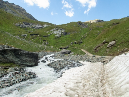 hiking and climbing at grossglockner in hohe tauern in austria 版權商用圖片