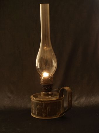 candil: Old humeantes l�mpara en la oscuridad