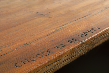 Choose to be happy sentence engraved in wood. Banco de Imagens