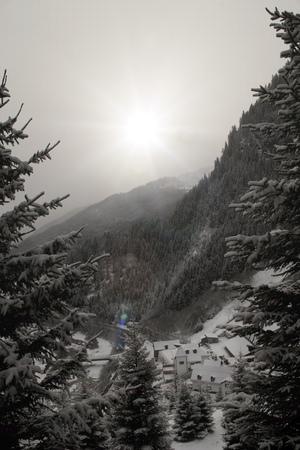 Beautiful alpine valley in snowy weather. Imagens