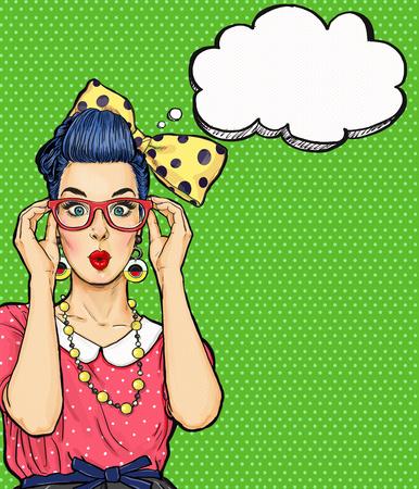 pin up vintage: Ragazza Pop Art in bicchieri con bolla di pensiero. dell'invito del partito. Biglietto d'auguri. , Donna comica. Sexy girl. Stupito