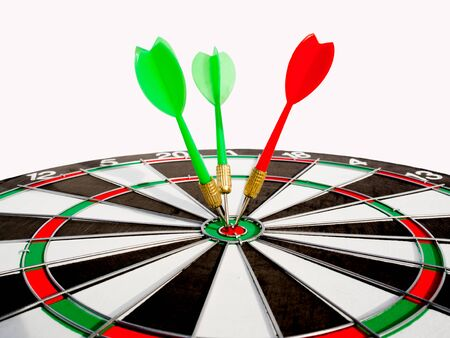 Target with two green dart and red dart focus on bull's eye, Setting challenging business goals and ready to achieve the goal with team up with other groups for a larger goal concept. Foto de archivo - 129445022