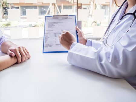 The doctor explained the health examination results to the patient.