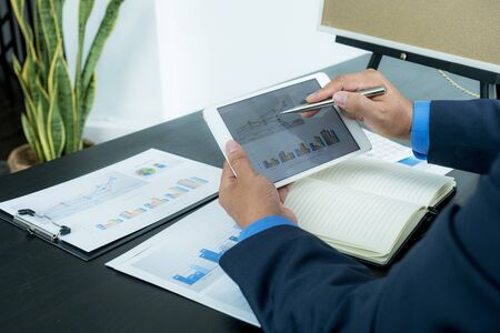 Businessman analysis the chart for Setting challenging business goals And ready to achieve the new target. Stok Fotoğraf