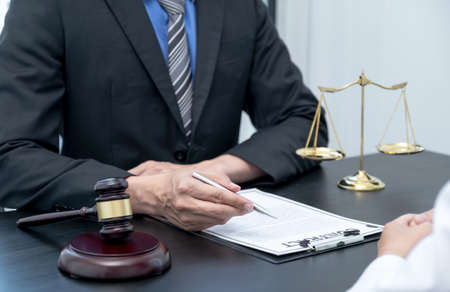 The male lawyer is providing service to consult business dispute to businessman. Zdjęcie Seryjne
