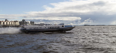 aéroglisseur: hovercraft in the river,st peterburg