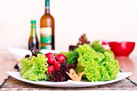 plato de comida: bien preparado vegeterian comida sobre la mesa Foto de archivo
