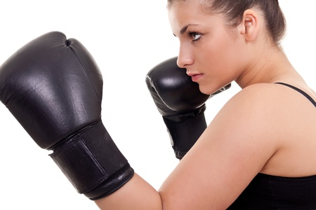 boxeadora: mujer de boxeador con guantes de boxeo negro-aislados en blanco Foto de archivo