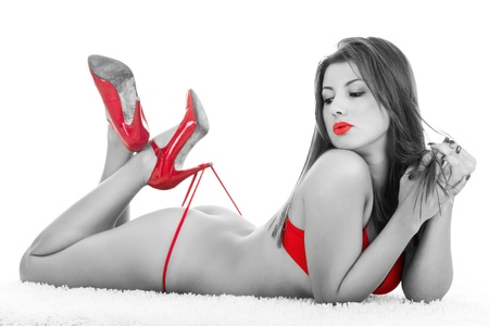 desnudo artistico: Retrato de escala de grises de una mujer desnuda con partes rojos