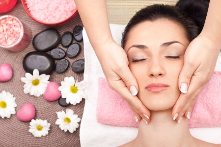 beauty salon face: young woman enjoying a massage of the head