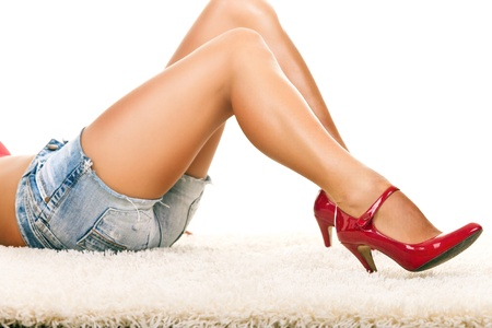 gambe sexy: sexy girl lying on carpet with long legs in red shoes