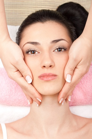 spa treatment of head at spa center Stock Photo - 9617100