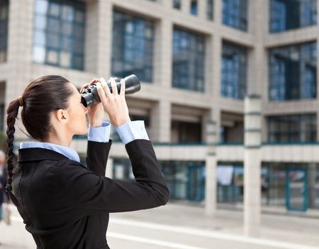 concurrence: businesswoman looks into the future or observe competition
