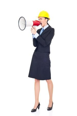 jefe enojado: Ingeniero enojado gritando a los empleadores a través de la megafonía, aislado en blanco, lleno de longitud,  Foto de archivo