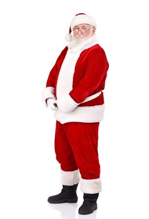 Santa Claus sosteniendo su vientre grande, de cuerpo completo, aislado en fondo blanco