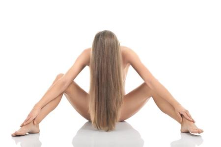 mujer desnuda sentada: mujer con cuerpo perfecto, el estilo de desnudos art�sticos, aisladas sobre fondo blanco