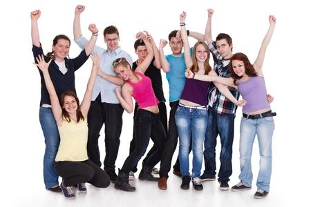 grote groep mensen: gelukkige groep vrienden met armen omhoog geà ¯ soleerd op een witte achtergrond