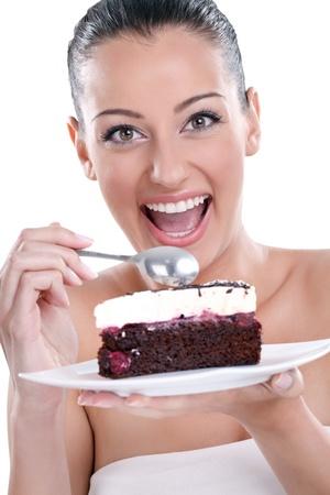 trozo de pastel: mujer excitada joven comer deliciosos pasteles, chocolate Foto de archivo