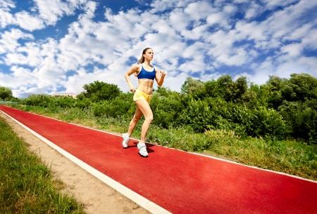 pista de atletismo: juventud, mujer, marat�n de fitness y el deporte recreaci�n