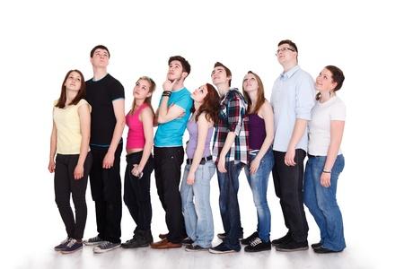 teenager thinking: Gran grupo de adolescentes a pensar que es lo mismo con la burbuja de pensamiento, con copia espacio Foto de archivo