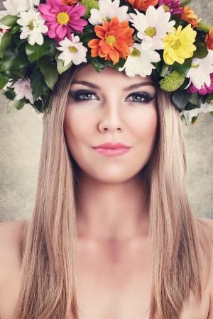 girls naked: Портрет красивая белокурая женщина с венком