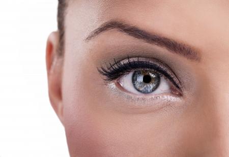 maquillaje de ojos: Hermoso ojo azul, primer plano